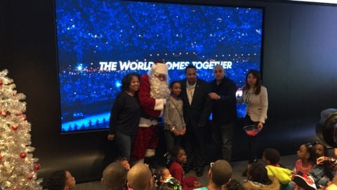 """Cook County Commissioners Arroyo, Moore and Steele """"Tech the Halls"""" with more than 50 Chicago Youth"""